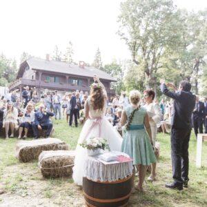 erdei-eskuvo-lagzi-bakony-rusztikus-bohém-esküvő-gézaháza-hubertus-fogado