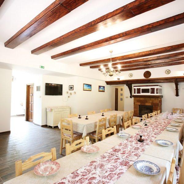 bakony-erdei-lagzi-hubertus-fogadó-vendégtér-étkező-rusztikus-erdei-vendégház